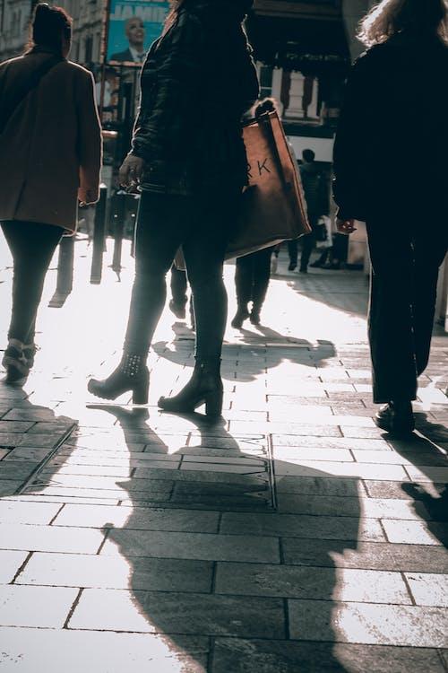 Fotobanka sbezplatnými fotkami na tému Anglicko, autobusová stanica, baterka, biela