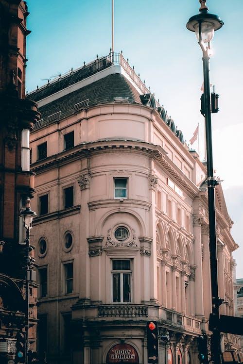 Fotobanka sbezplatnými fotkami na tému Anglicko, architektúra, au de parfum, autobusová stanica