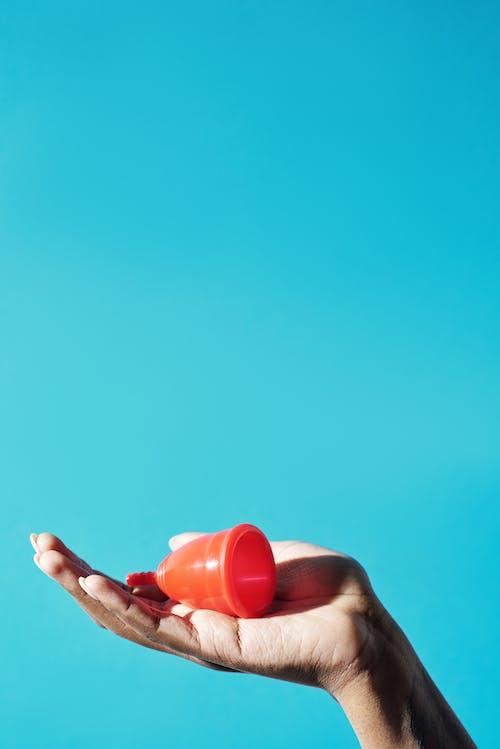 Gratis lagerfoto af blå baggrund, hånd, hygiejne
