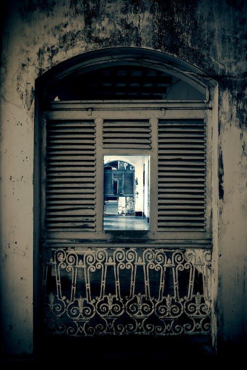 Foto stok gratis jendela rumah tua
