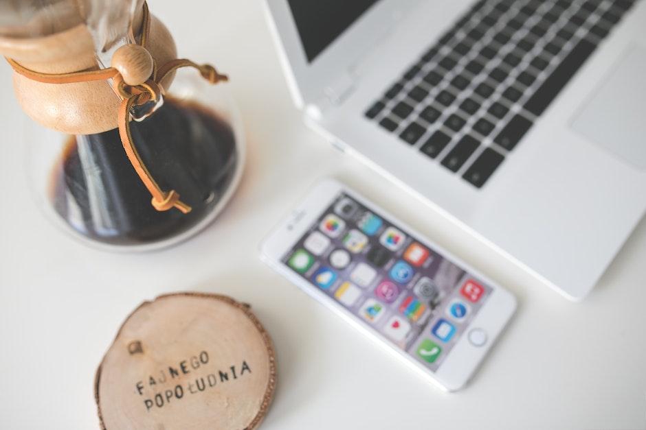 Desk, Coffee Chemex, phone, laptop