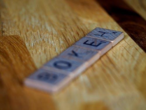 Безкоштовне стокове фото на тему «Scrabble, білий фон, боке, Деревина»