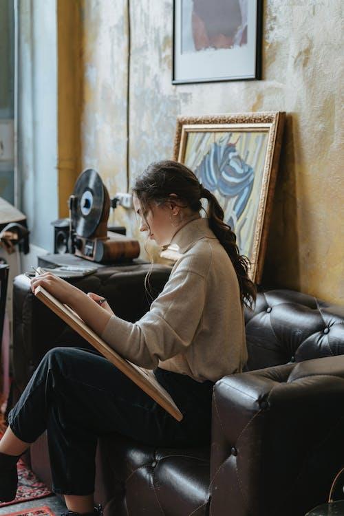Darmowe zdjęcie z galerii z dorosły, dziewczyna, kobieta, koncentracja
