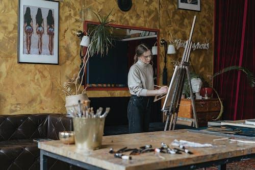 Darmowe zdjęcie z galerii z dom, dorosły, drewno, farba