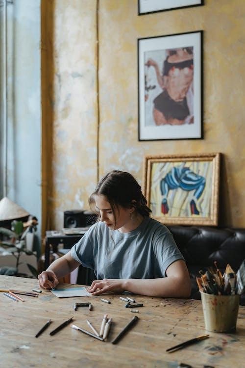 Darmowe zdjęcie z galerii z dorosły, drewno, edukacja, kobieta