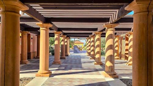 Fotos de stock gratuitas de arquitectónico, centro turistico, columna