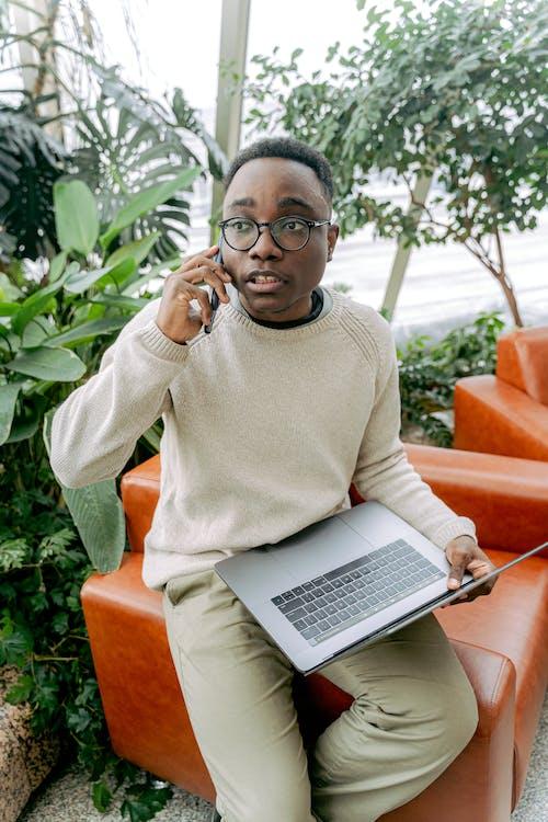 Ilmainen kuvapankkikuva tunnisteilla digitaalinen nomadi, istuu alas, kannettava tietokone
