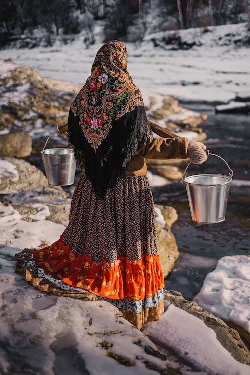 Foto profissional grátis de adulto, alma russa, ao ar livre