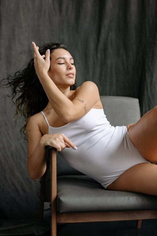 優雅, 單人沙發, 坐 的 免费素材图片