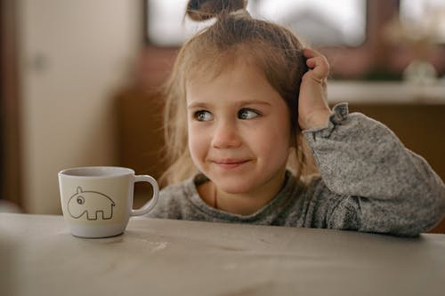 Foto profissional grátis de adorável, cativante, criança