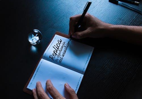 Fotos de stock gratuitas de escribiendo, escribiendo a mano, letra
