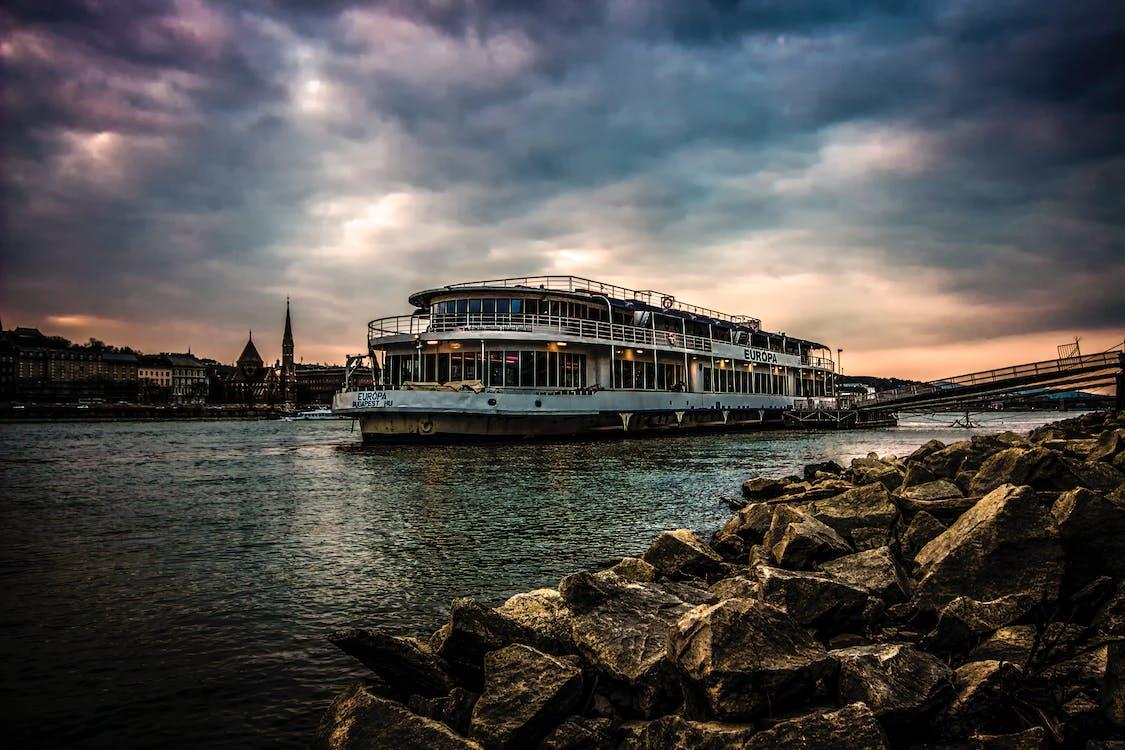 Budapešť, hdr, jachta