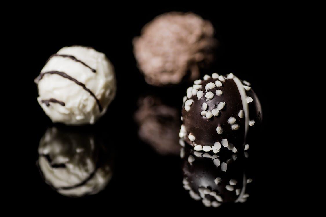 Chocolate and Vanilla Round Pastry