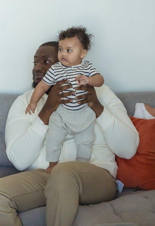 Gratis arkivbilde med afrikansk-amerikansk mann, baby, barn