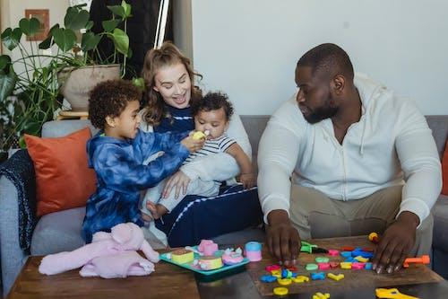 Ilmainen kuvapankkikuva tunnisteilla afrikkalainen amerikkalainen poika, afrikkalainen amerikkalainen vauva, afroamerikkalainen mies