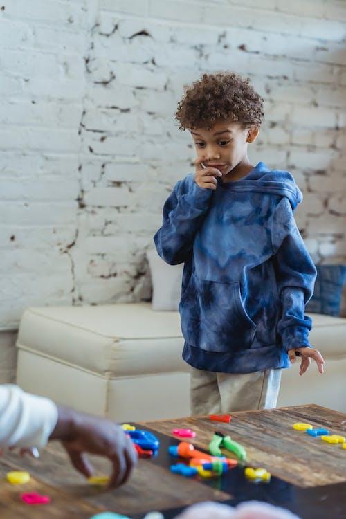Gratis stockfoto met afro-amerikaanse jongen, Afro-Amerikaanse man, attent
