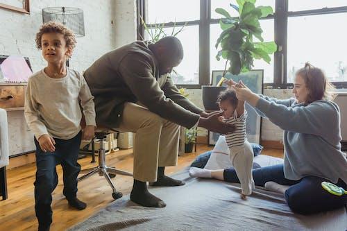 açık, afrikalı amerikalı adam, afrikalı-amerikalı çocuk içeren Ücretsiz stok fotoğraf