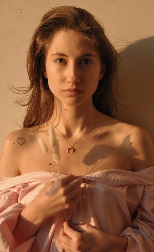 Ilmainen kuvapankkikuva tunnisteilla aikuinen, alaston, Alusvaatteet