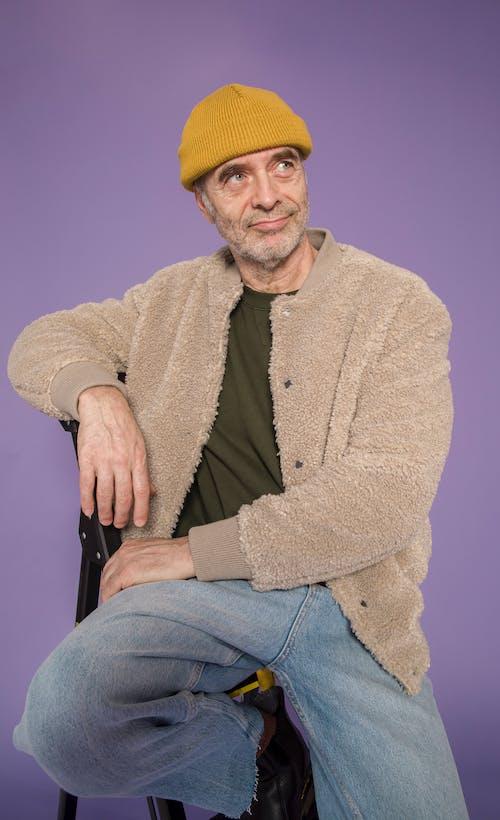 (頂部有小羊毛球的)羊毛帽子, 人, 休閒 的 免費圖庫相片