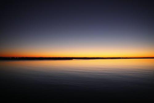 Foto d'estoc gratuïta de aigua, Aigües tranquil·les, alba, capvespre