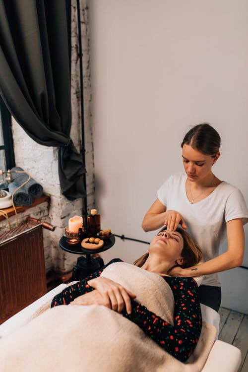 Ilmainen kuvapankkikuva tunnisteilla aikuinen, Aromaterapia, asu
