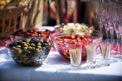 Kostnadsfri bild av fest, glas, mat, oliver