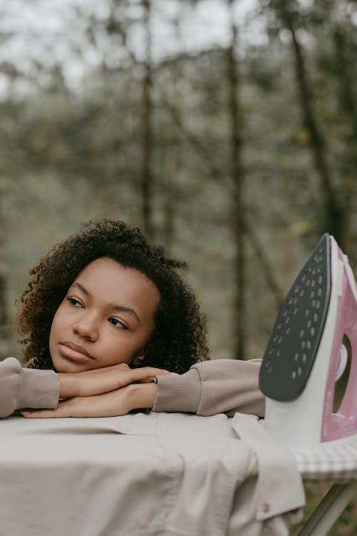Fotobanka sbezplatnými fotkami na tému absurdné, Afroameričanka, bruneta