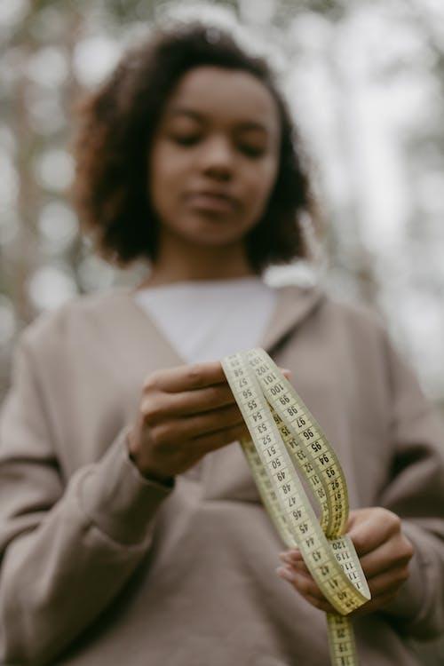 Kostnadsfri bild av afrikansk amerikan kvinna, centimeter, lågvinkelfoto