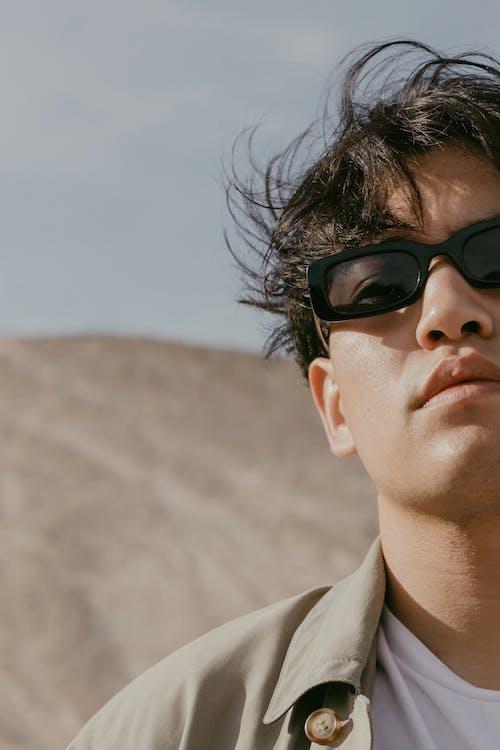 adam, çöl, Güneş gözlüğü içeren Ücretsiz stok fotoğraf