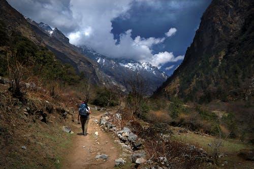 Photos gratuites de chaîne de montagnes, ciel, femme