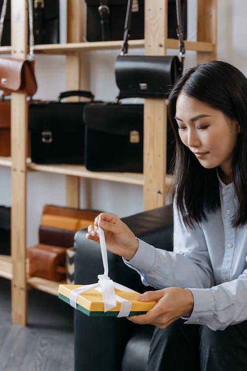 Immagine gratuita di Asiatico, borse, donna