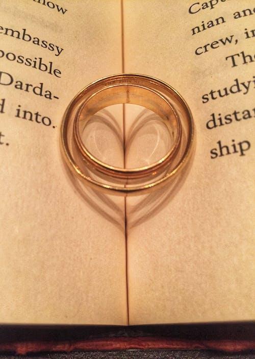 Kostnadsfri bild av äktenskap, bröllop, fotografi, guldringar