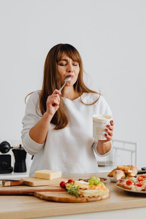 人, 冰淇淋, 口感 的 免费素材图片
