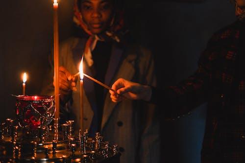Δωρεάν στοκ φωτογραφιών με αναμμένα κεριά, Άνθρωποι, ζεστός