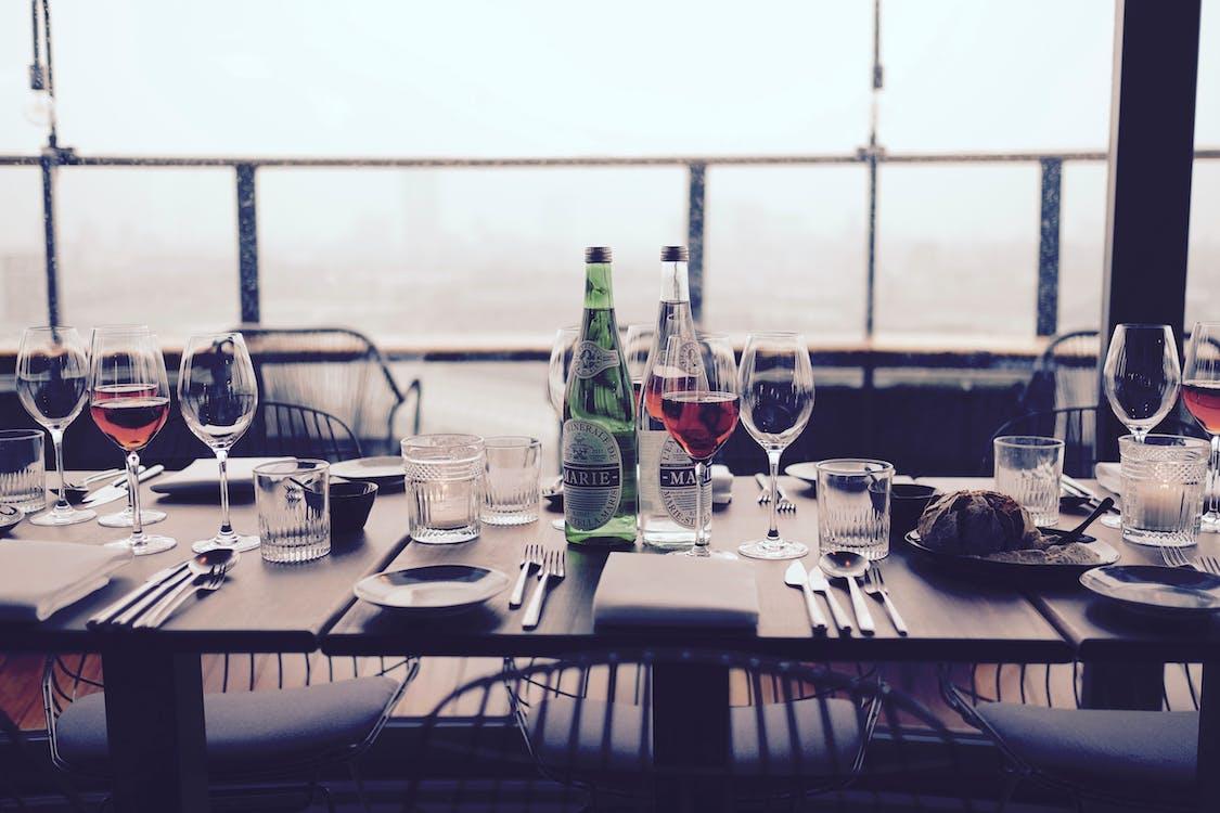 cină, pahare de vin, prânz