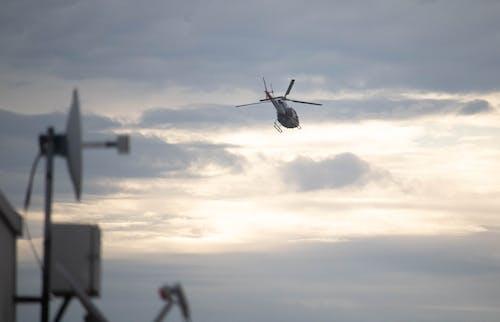 Darmowe zdjęcie z galerii z chmura, helikopter, lot