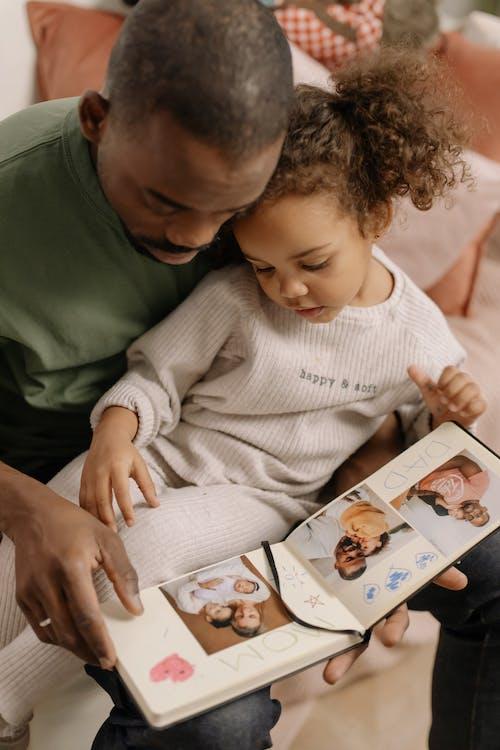 Fotos de stock gratuitas de adentro, album de fotos, en casa
