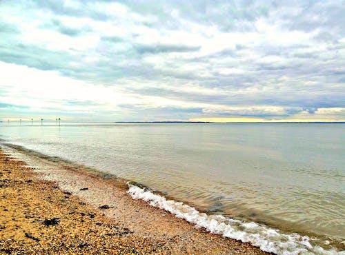 Бесплатное стоковое фото с берег, вода, волна, горизонт