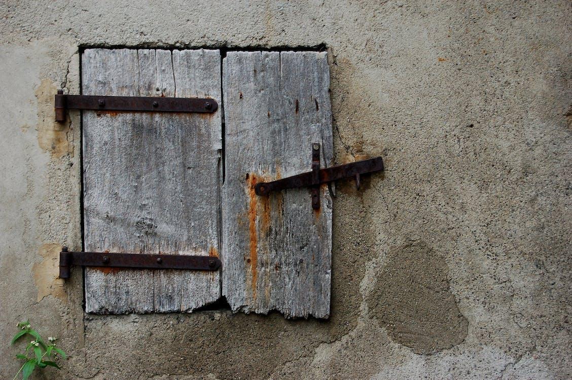 hrdza, okenica, uzávierka