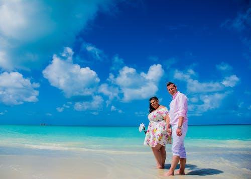 Бесплатное стоковое фото с пляжная свадьба