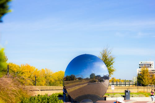 Gratis lagerfoto af blå himmel, by, efterårsfarver, farve