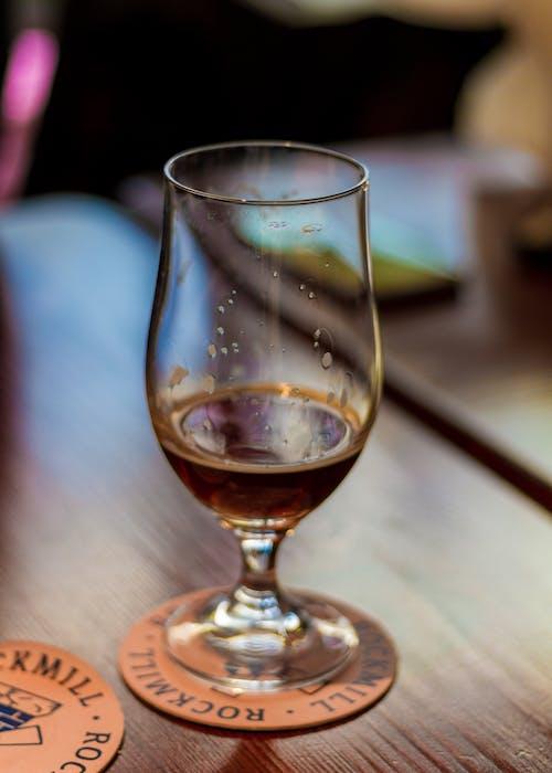 啤酒, 啤酒杯, 條, 玻璃 的 免费素材照片