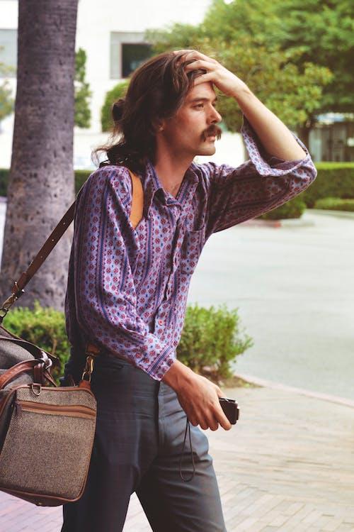 Immagine gratuita di adulto, attraente, baffi, bagagli