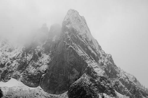 Fotos de stock gratuitas de cima, con neblina, con niebla, montaña