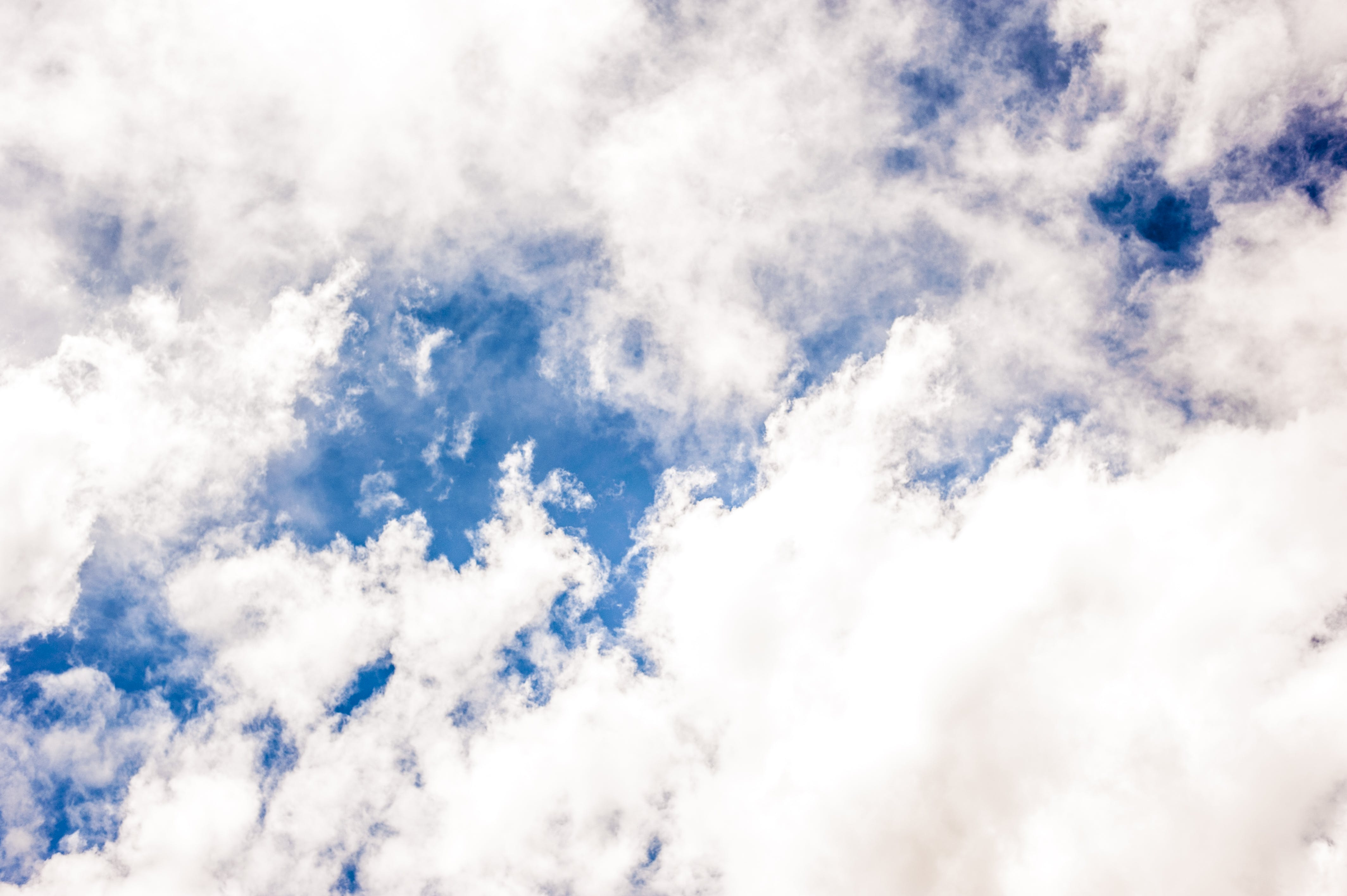 Blue Sky With White Clouds Screenshot