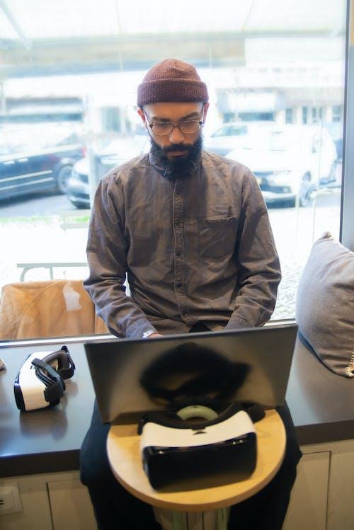 Δωρεάν στοκ φωτογραφιών με laptop, vr γυαλιά, απομακρυσμένη εργασία