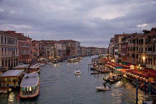 Δωρεάν στοκ φωτογραφιών με grand canal, απόγευμα, βάρκες