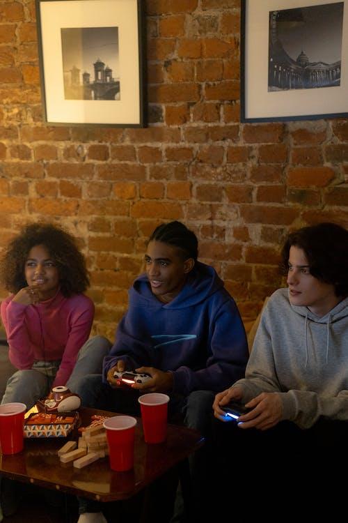 Foto profissional grátis de adolescente, adolescentes, amigos