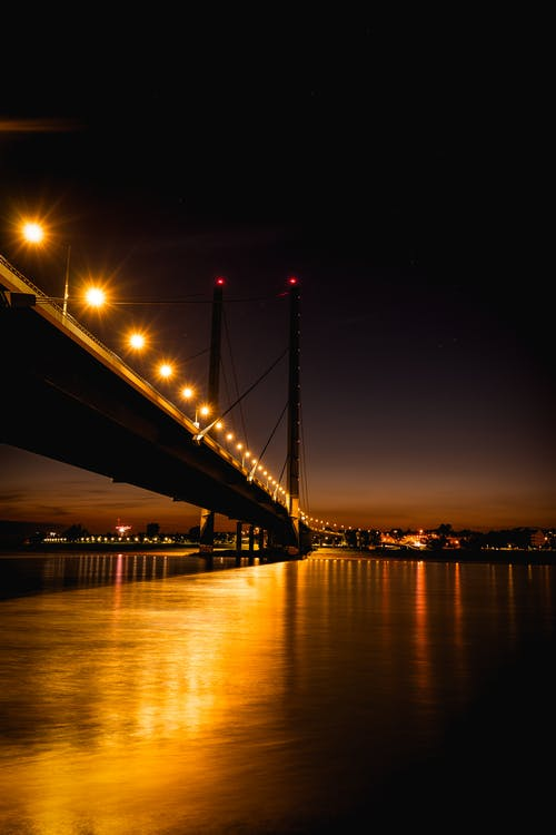 Gratis stockfoto met architectuur, avond, binnenstad, brug
