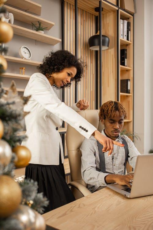 Ilmainen kuvapankkikuva tunnisteilla afroamerikkalainen, business, kannettava tietokone